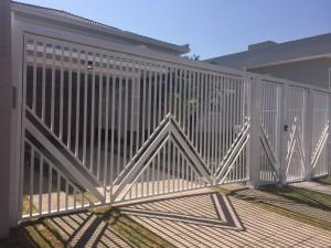 SERRALHERIA CAMPINAS - Portão basculante deslizante aberto com detalhes